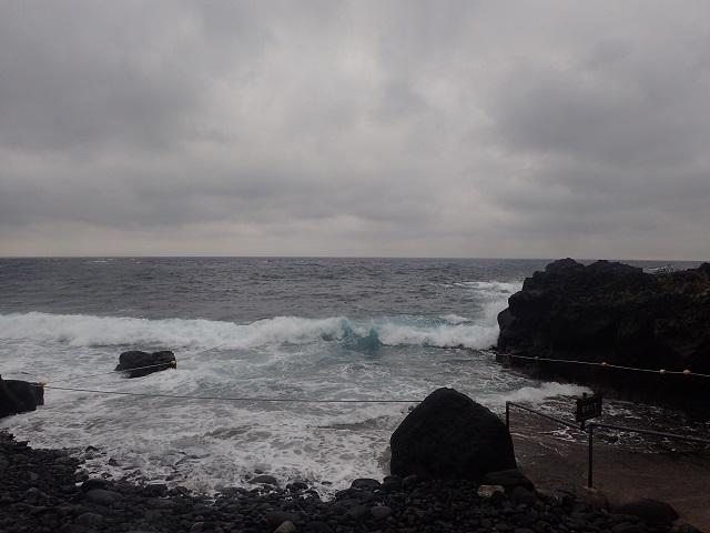 低気圧の通過により波が高くクローズ
