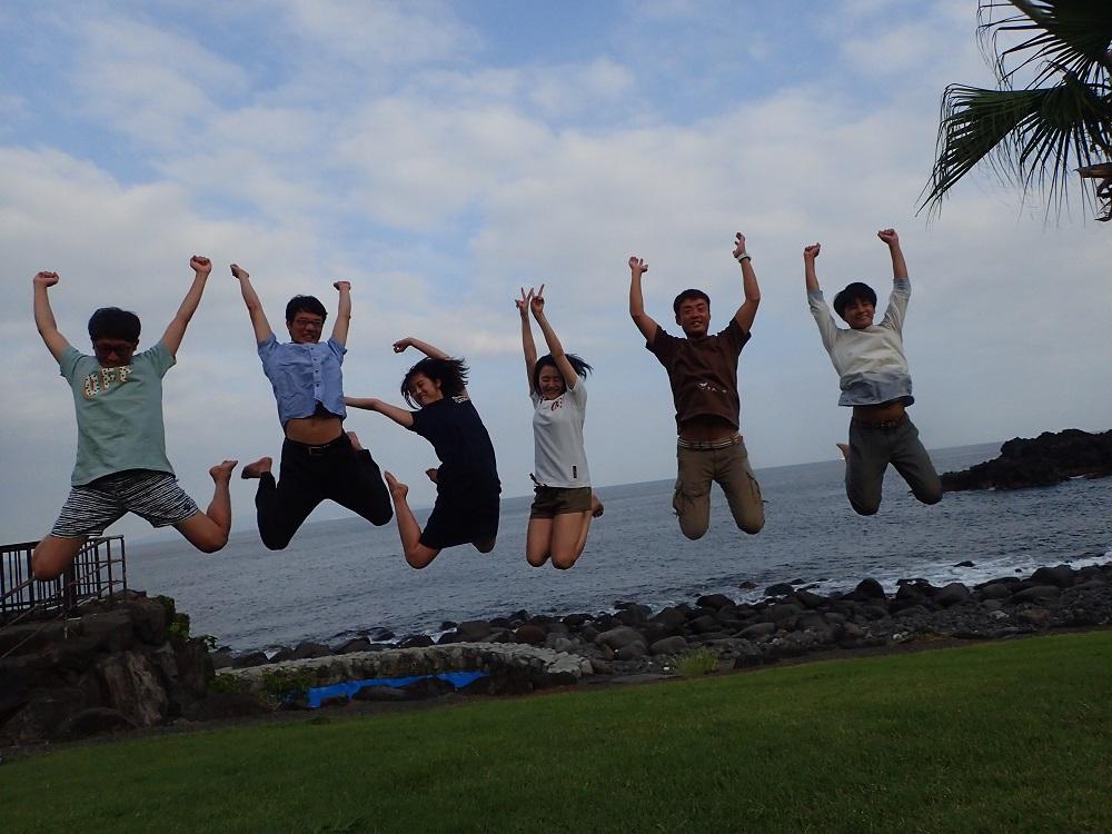 伊豆海洋公園の海に舞う