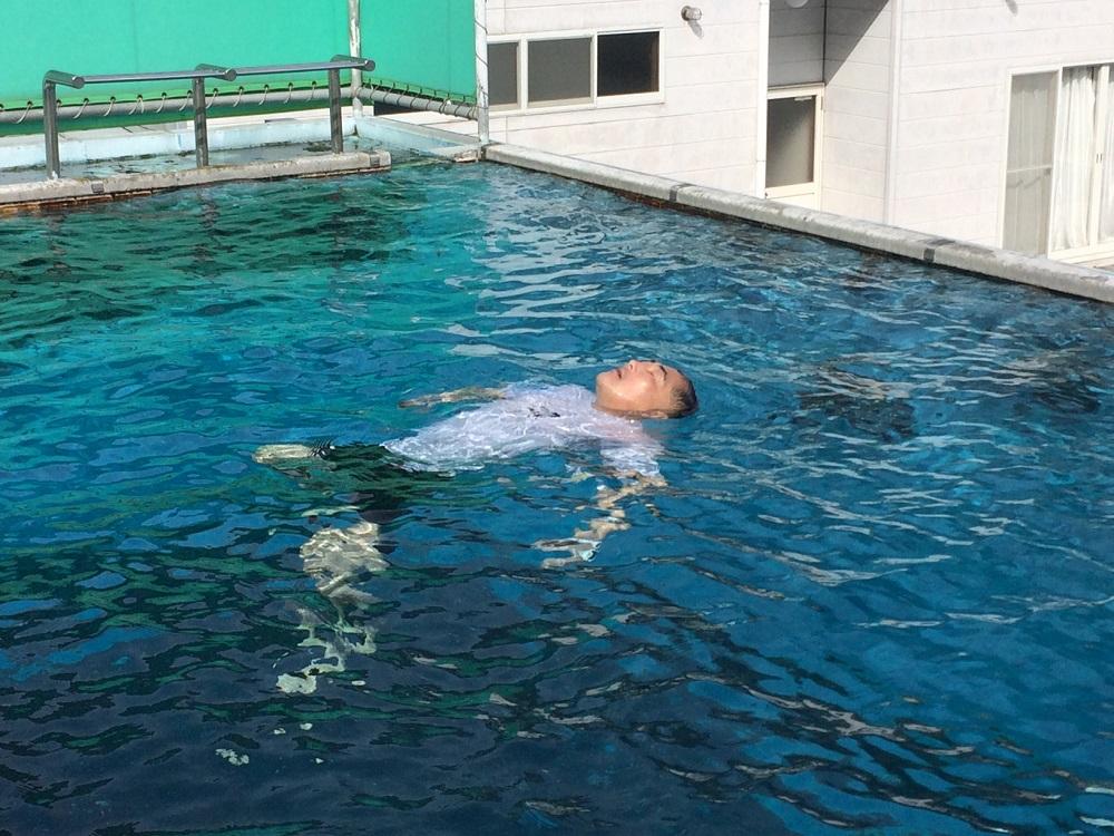 プール講習・20分の生存水泳