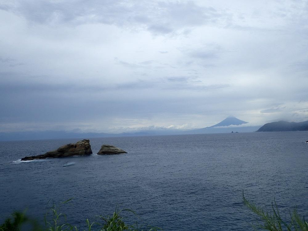 富士山と牛着岩