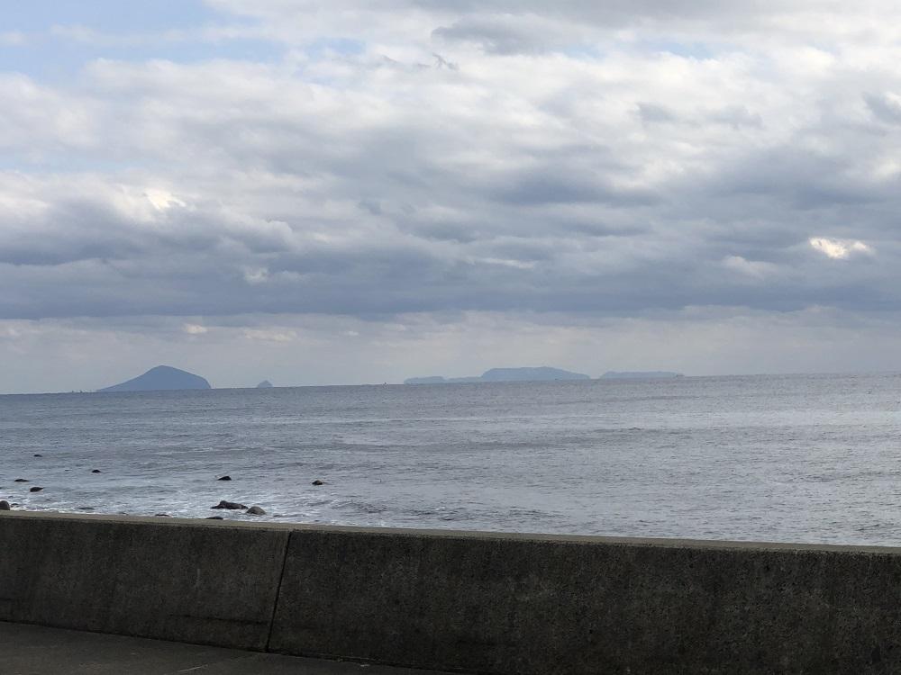 伊豆七島、左から利島、三宅島、新島が見えます。