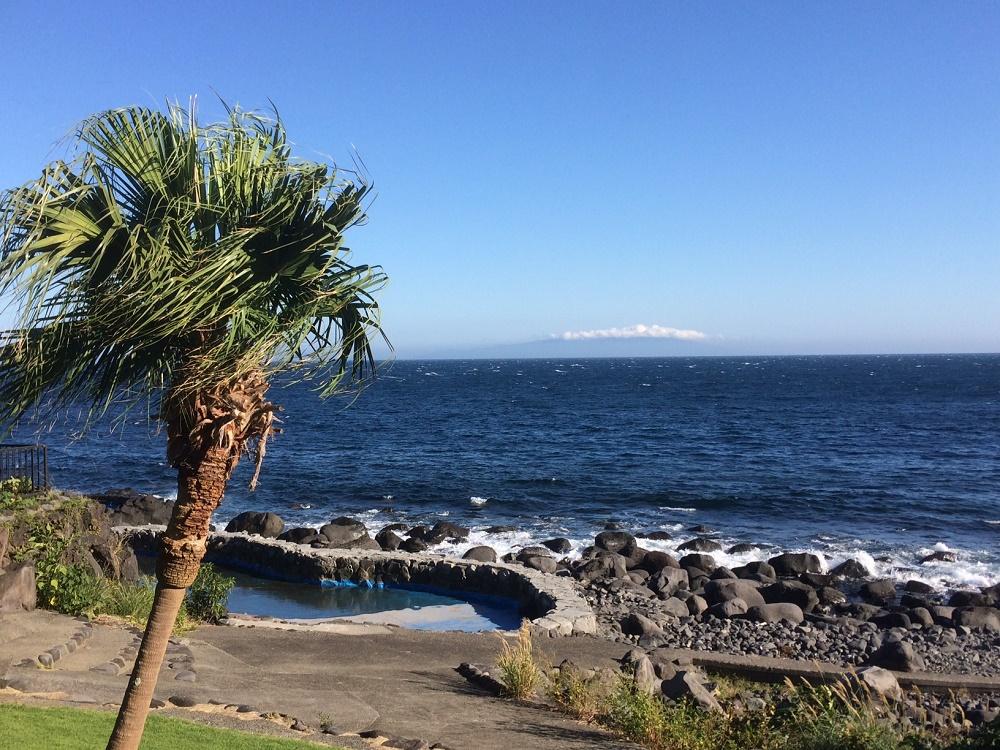 夏~~大島の上にぽっかり雲