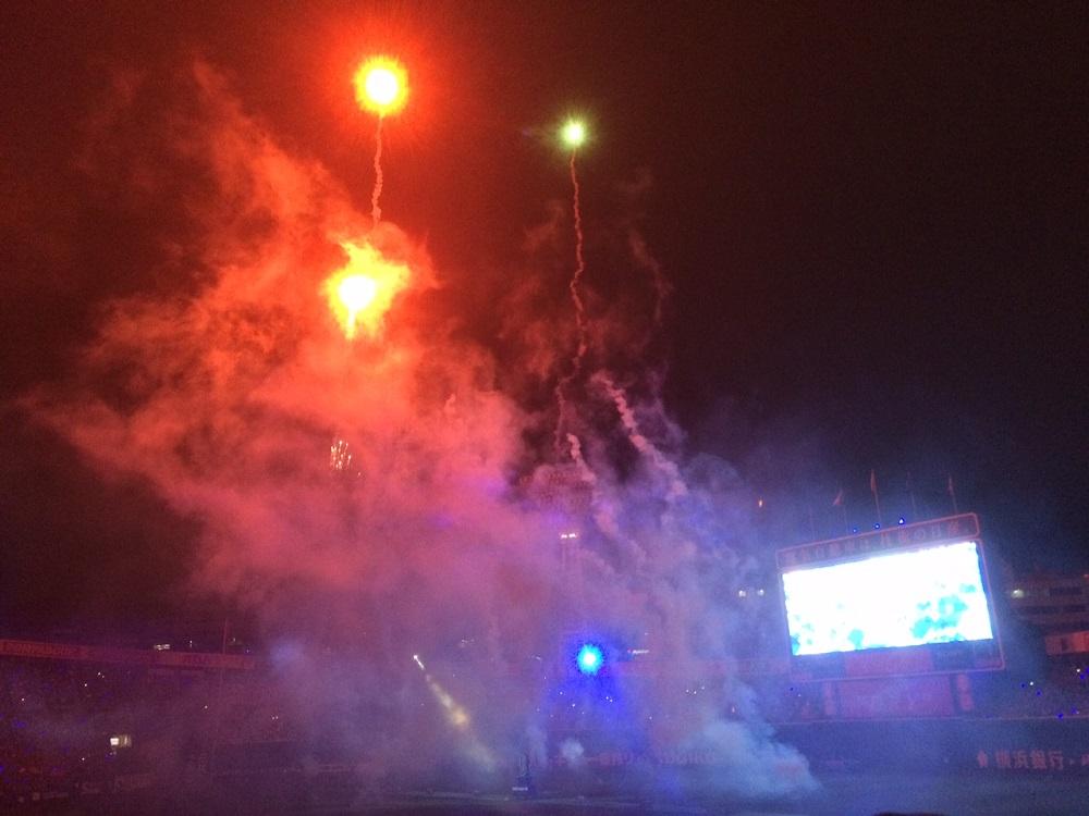 横浜スタジアムに上がる花火