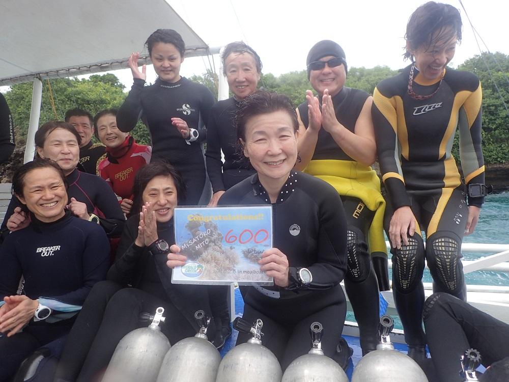 MITO様、皆で600記念ダイビングのお祝いです。