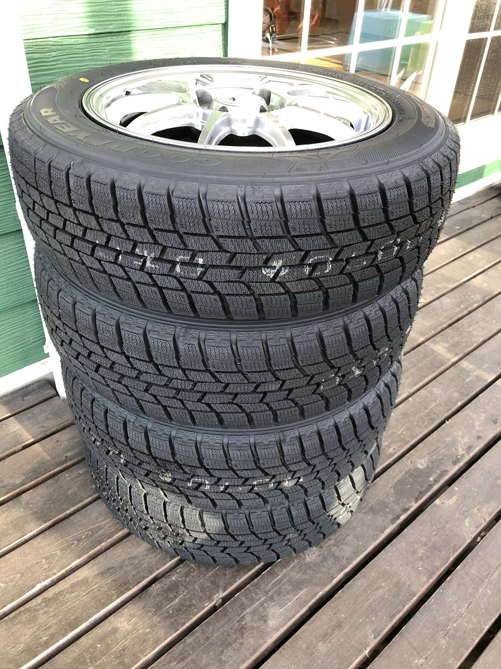 NEW STUDLESS TIRE