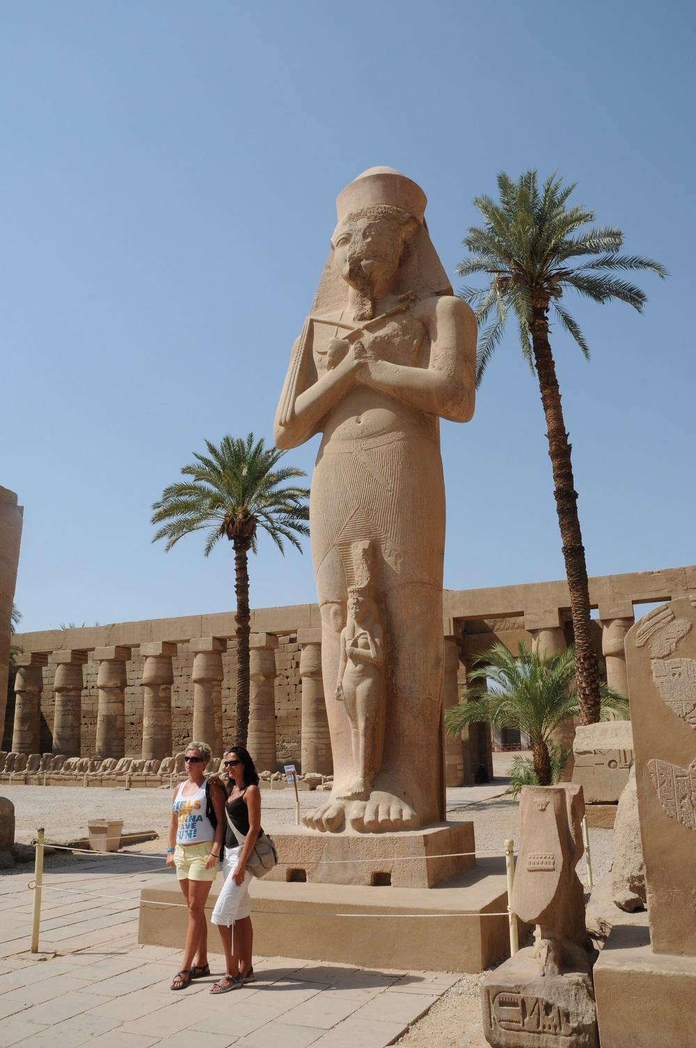カルナック神殿の巨像だったような、、、