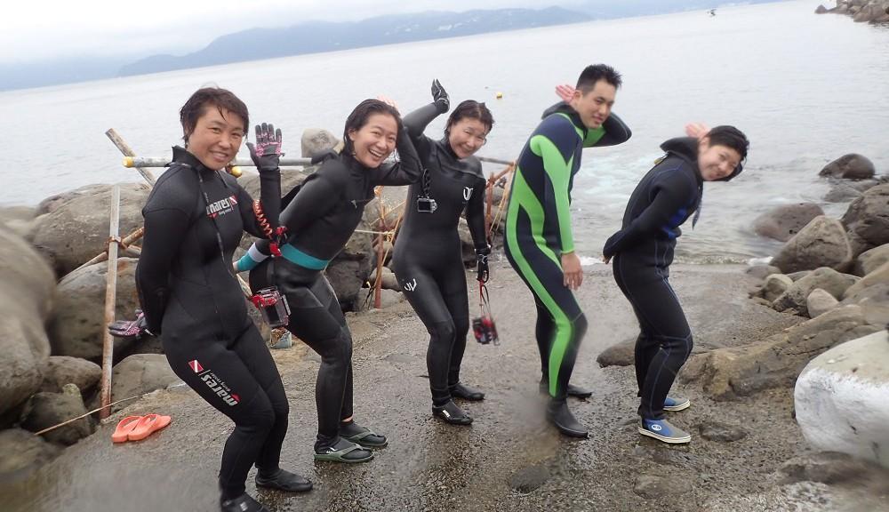 イルカに出会え、弾ける笑顔な面々