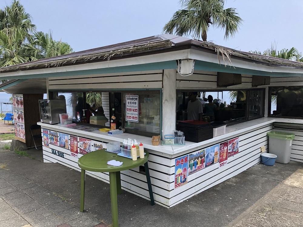伊豆海洋公園プール脇に海の売店