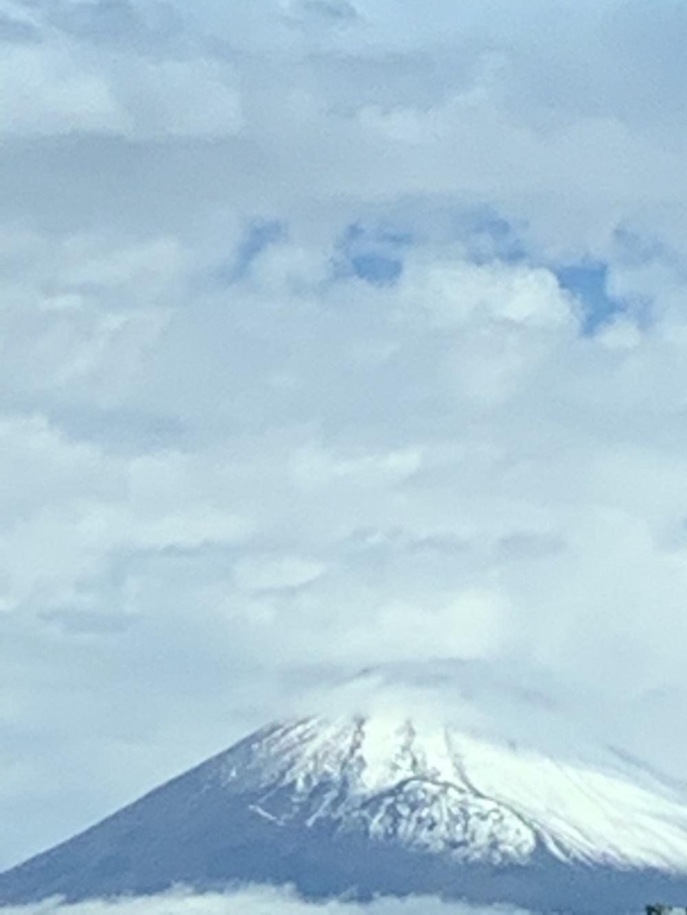 今日の富士山、雪が積もり綺麗でした。