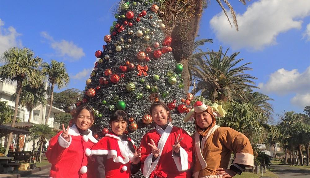 クリスマス恒例のサンタコスチュームにて記念撮影