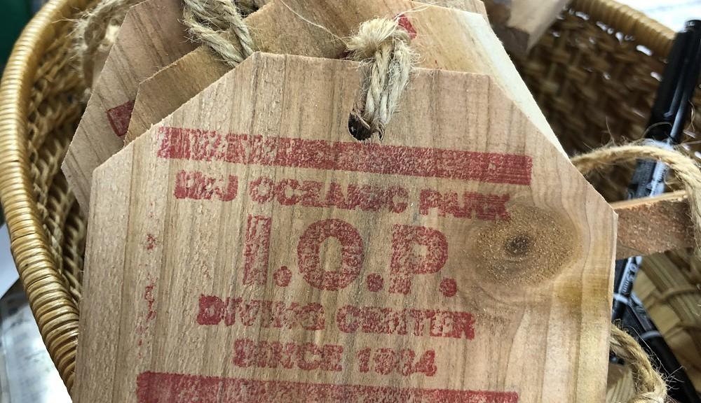 伊豆海洋公園オリジナル絵馬、センター受付に置いてます。